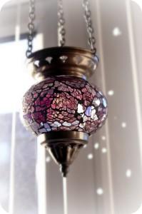 lampa witrażowa w łazience