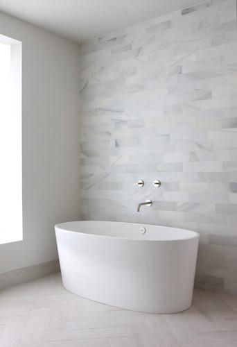 Łazienka w bardzo minimalistycznym wydaniu (źródło: pinterest)