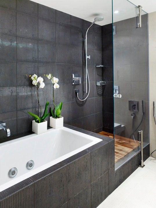 Minimalistyczna łazienka w grafitowej odsłonie (źródło: pinterest)