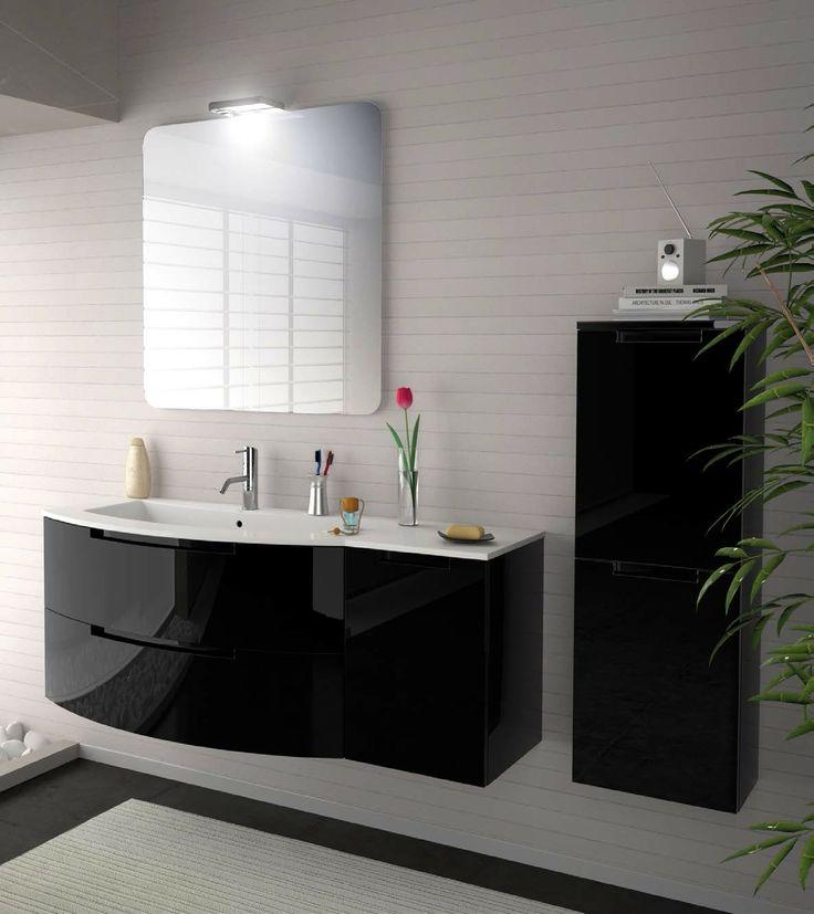 Bardzo elegancka łazienka utrzymana w tonacji bieli i czerni (źródło: pinterest)