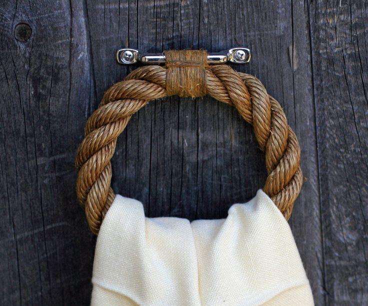 Wieszak na ręcznik wykonany z grubego sznurka pięknie dopełni ekologiczną aranżację (źródło: pinterest)