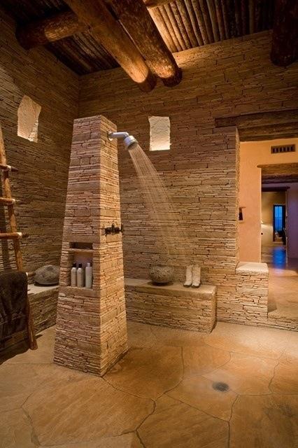 Kamienna podłoga będzie pięknie współgrać z kamiennymi ścianami (źródło: pinterest)