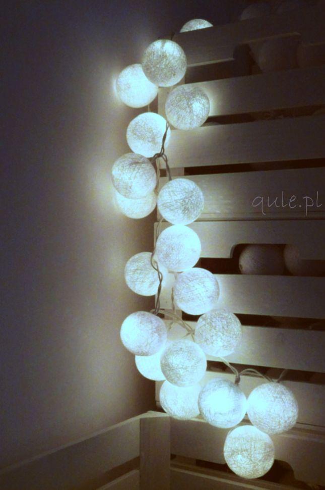 Świetlne kule w kolorze czystej bieli (źródło: mybaze.com)