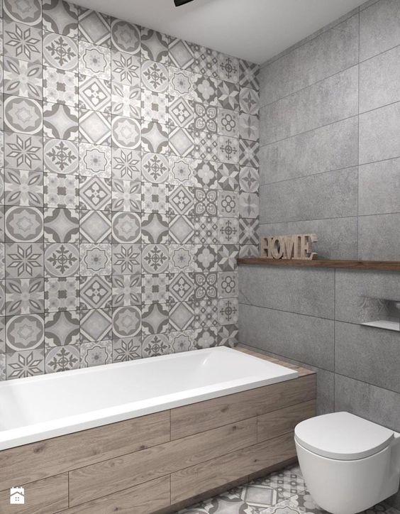 szara łazienka z oryginalnym wykończenie we wzorzyste płytki naścienne
