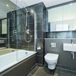 kabina prysznicowa połączona z wanną w nowoczesnej łazience