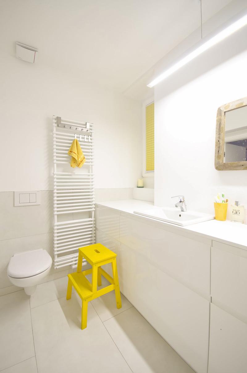 Biała łazienka I Kolorowe Dodatki