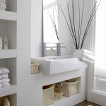 łazienka w odcieniach bieli