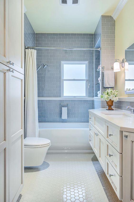 białe łazienki