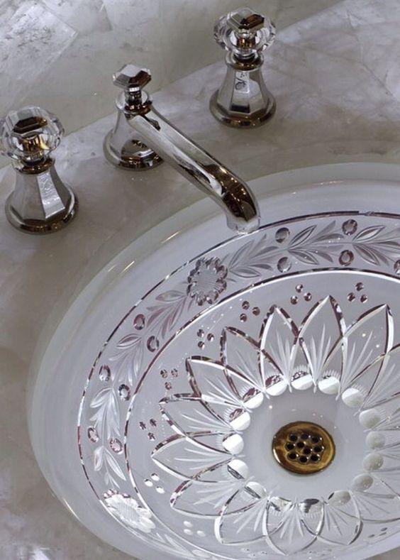 umywalka z ozdobnego kryształu